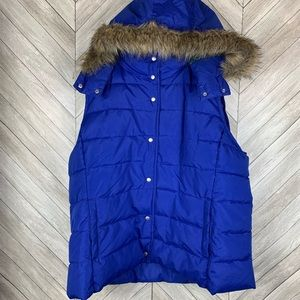 Like new old navy puffer vest with detachable hood